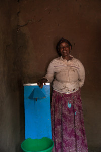 Receiving clean water filter